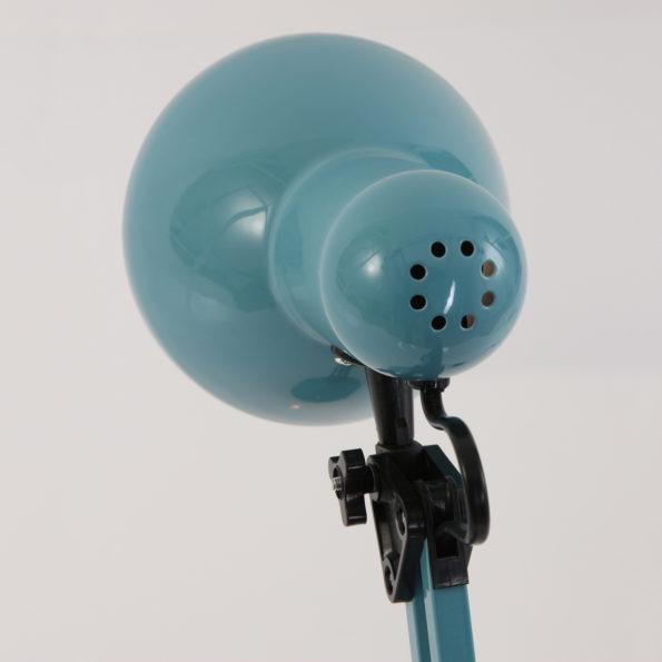achteraanzicht blauwe tafellamp