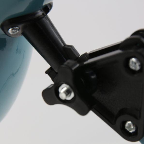 detail blauwe tafellamp