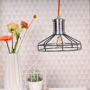 sfeerfoto grijze draadlamp
