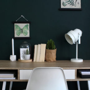 sfeerfoto witte bureaulamp